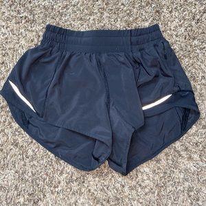 """Lululemon shorty Hot Shorts II *2.5"""""""